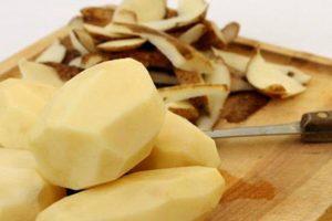 فائده قشر البطاطس لجسم الانسان لا تعد ولا تحصي لاحتوائه علي فيتامينات ومعادن