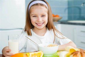 الأطعمة الممنوعة للاطفال في وجبة الإفطار المدرسية لتكون صحية للجسم